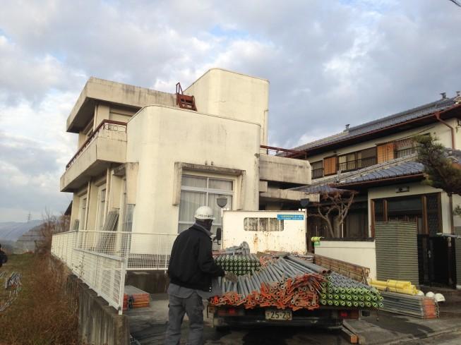 阿波市市場町M様 鉄筋コンクリート造の外壁が元の白さに復元。
